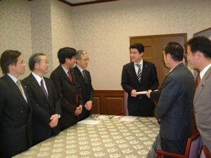 要請には日本共産党の7人の国会議員が参加しました
