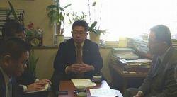 厚生労働省の担当者と会い大臣あての要請をする小池、笠井両議員