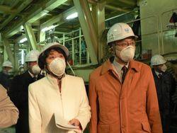 トンネル坑内で調査する笠井議員、田村智子参院東京選挙区候補