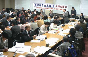 深刻な実態の訴えを聞く笠井議員、谷川参院比例候補、田村智子参院東京選挙区候補