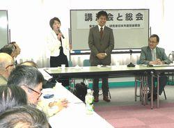 あいさつする田村さん、谷川さん