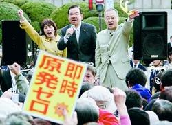 スピーチする志位委員長と笠井、田村智子ら議員